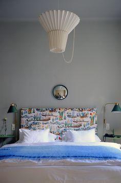 Bed Head mit Josef Franks Stoffentwurf »Primavera« aus den 1920er Jahren, Leuchte Greta von Whatswhat