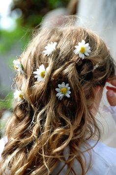 Country Florist Wedding Hair Arrangement
