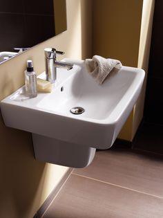 Wastafel in sanitair porselein uit de Renova Nr. 1 Plan collectie ► [http://www.keramag.be/nl/badkamerseries/renova-nr-1-plan] ••• Lavabo en porcelaine sanitaire de la collection #RenovaNr1Plan ► [http://www.keramag.be/fr/collections-pour-salle-de-bains/renova-nr-1-plan]