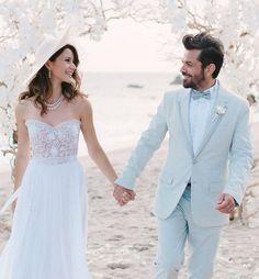 Beren Saat ve Kenan Doğulu dün Los Angeles`ta sade ve romantik bir düğünle evlendi. Malibu`da gerçekleşen düğünde Beren Saat, Mira Zwillinger tasarımı sade gelinliğini inci aksesuarlar ve şapkayla tamamlamis. Kenan Doğulu ise buz mavisi damatlık tercih etmis.