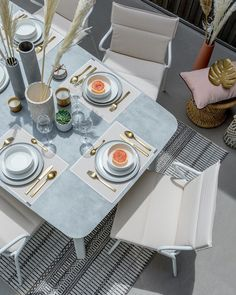 "Clem Around The Corner on Instagram: ""« À table ! » 1 juillet 2020 - désormais merci de ne parler que de vacances, de dîners en extérieur avec les copains, de slow life et de…"" Clem, Blog Deco, Outdoor Ideas, A Table, Table Settings, Dining Room, Table Decorations, House, Furniture"