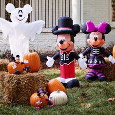 Greet your trick-or-treating guests with Mickey Mouse in his stylish Halloween costume. Adult Mickey Mouse Costume, Frozen Costume Adult, Mickey Mouse Halloween, Disneyland Halloween, Halloween Light Show, Easy Halloween, Disney Halloween Decorations, Fall Decorations, Disney Costumes