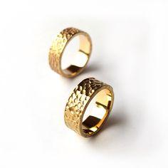 WASZE OBRĄCZKI © Młotkowane obrączki z żółtego złota próby 750 (18 karatów). Waga 14 gramów.  http://waszeobraczki.pl