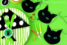Black cat party bunting garland. Perfect kids Halloween party theme! www.lovethatparty.com.au