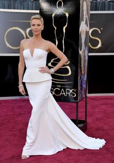 Charlize in Dior this dress is major. I only have one problem . This dress needs to be a few cm shorter. #oscars2013