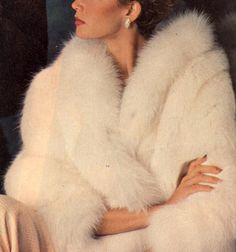 Vintage fur, old Hollywood glamour. Vintage Outfits, Vintage Fashion, Fashion Fashion, Fashion Women, Trendy Fashion, Fashion Dresses, Fashion Themes, Vintage Couture, Feminine Fashion