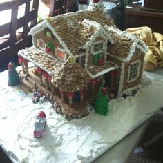 Beautifully decorated Waterford House by Joan Williams.  Pattern available at www.ultimategingerbread.com