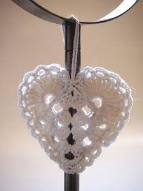 Sain Äidiltä kirjeen. Rakkaudesta... ..isoäidinneliöihin :) Keksi sydämille joku paikka, oli äidin ... Diy Crafts Crochet, Crochet Projects, Crochet Snowflakes, Crochet Hearts, Diy Crafts Vintage, Tiny Teddies, Simple Snowflake, Heart Diy, Heart Shaped Earrings