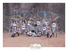Cute panaramic softball pose photos softball photography, so Sports Team Photography, Softball Photography, Softball Team Pictures, Baseball Pictures, Photography Collage, Sports Images, Sports Pictures, Senior Pictures, Girls Softball