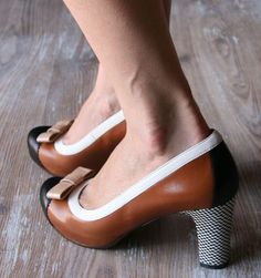 These would be perfect if they didn't have the silly bow on the toe // Chie Mihara backon