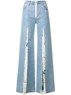 Unearth striking women's wide leg jeans at Farfetch from coveted luxury labels. Shop women's baggy jeans from unique luxury boutiques. Denim Fashion, Fashion Pants, Fashion Outfits, Best Jeans For Women, Diy Vetement, Mode Jeans, Vetement Fashion, Denim Ideas, Perfect Jeans