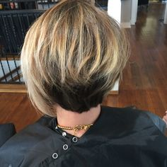 OBSESSED WITH THIS CUT AND COLOR!!! So much texture created! #balayage #hairbyjen #midlength #asymmetricalbob