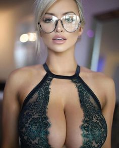 lindseypelas 11 1 2018 13 44 8 471 The reading glasses are an A+ accessory (53 Photos)