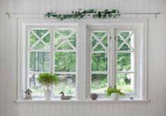 Inred med fönster! Spröjs och hakar som förr i tiden! Cottage Design, Windows And Doors, Interior Inspiration, Scandinavian, House, Bra Tips, Cottages, Workshop, Google