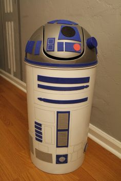 R2D2 trash can - awesome! - if I ever have a little boy, oh yeah!