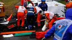 Acidente grave na Fórmula 1: Jules Bianchi da Marussia sofre traumatismo craniano após bater em trator-guindaste que removia um outro carro acidentado. Veja mais detalhes no FlatOut.
