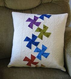 Sewing Cushions Freemotion by the River: Lil' Twister Pillow. Pinwheel cushion jewel tones on white, very pretty and modern - Lil Twister Pillow Tutorial fast and easy way to make a pillow using the Lil Twister template Patchwork Cushion, Quilted Pillow, Easy Sewing Projects, Quilting Projects, Quilting Tutorials, Diy Projects, Custom Pillows, Decorative Pillows, Flick Flack