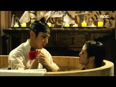 [Scholar Who Walks The Night] 밤을 걷는 선비 10회 - Lee Joon-ki give Lee Yu-bi a bath 20150806 - YouTube
