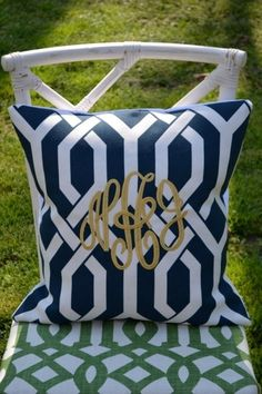 navy and white with monogram. I would use pink for monogram. Monogram Pillows, Custom Pillows, Decorative Pillows, Preppy Monogram, Monogram Gifts, Navy Gold, Navy And White, Embroidery Monogram, My New Room