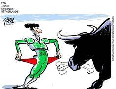 """Junho.2012 - A Espanha se tornou o maior país da zona do euro a receber socorro da UE (União Europeia), que concordou em emprestar US$ 125 bilhões a seus bancos. Apesar de ter um crescimento robusto durante grande parte da última década graças ao crescimento do mercado imobiliário, a nação sofreu com uma recessão, desemprego, desvalorização de imóveis e queda na receita pública. Charge de Tom, do """"Trouw"""", em Amsterdã (Holanda) CartoonArts International/The New York Times Syndicate"""