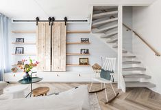 Fall in love again in your house a make-over in Brighton - feel Theagain Home Living Room, Living Room Decor, Living Spaces, Foyers, Bookcase Stairs, Loft Railing, Interior Styling, Interior Design, Living Room Inspiration