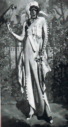 Luisa Casati-inArlecchino Bianco costume