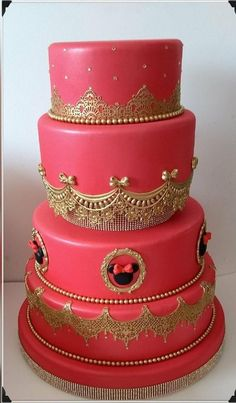 bolo fake minnie Realeza #bolofakeminnie #bolominnie #festaminnie #minnie Bolo Fake Minnie, Cake, Desserts, Food, Pink Bows, Candy Table, Cake Ideas, Cake Toppers, Tailgate Desserts