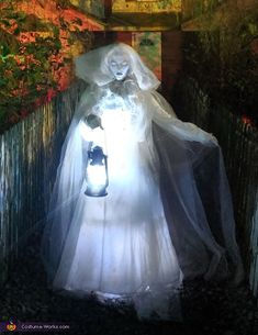 Ghost Halloween Costume, Scary Halloween Decorations, Creepy Halloween, Creative Halloween Costumes, Outdoor Halloween, Halloween 2020, Holidays Halloween, Ghost Costumes, Diy Costumes
