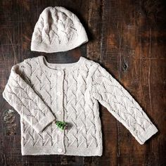Neulo vauvalle villatakki ja pipo - Kotiliesi.fi Free Knitting, Baby Knitting, Knit Crochet, Men Sweater, Turtle Neck, Barn, Womens Fashion, Sweaters, Pattern