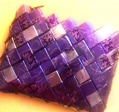 #Purple #purse #handmade from #recycle #giftwrap http://recyklisten.blogspot.dk/2013/08/ualmindelig-almindelighed.html