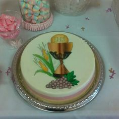 Primera comunion gelatina Jello Desserts, Jello Recipes, First Communion Decorations, Fantasy Cake, Jelly Cake, Jello Molds, Communion Cakes, Food Decoration, Sugar Flowers