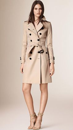 Burberry - The Chelsea – Langer Heritage-Trenchcoat in Steingrau
