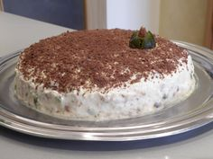 Cake with white chocolate, figs and almonds