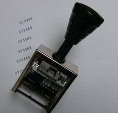 HORRAY - automatyczna zmiana numerów  Ustaw automatyczną zmianę numeru a nie będziesz musiał przestawiać go ręcznie. Skróci to czas Twojej pracy i zapewni większą wydajność. Możesz ustawić zmianę po każdym odbiciu lub dopiero po kilku. Wszystko zależy od tego ile Twoich dokumentów / kopii musi mieć ten sam numer