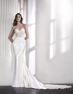 Laia Bridal dress from the 2018 collection by St. Patrick. Available in Canada at Superior Bridal (Markham), Exquisite Fashions & Bridal (Saskatoon), Timeless Moments Bridal Salon & Formal Wear (Sydney), Romeo & Chantilly Montreal (Montreal), ...