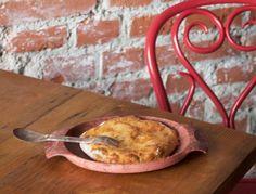 Ville Haapasalon hatsapuri-juustoleipä Cheesecake, Delish, Mozzarella, Feta, Pizza, Yummy Food, Chicken, Cooking, Recipes