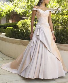 """This is a stunning wedding dress. While this particular wedding dress might not be my """"style"""" but a sewing creation of this magnitude deserves to be pinned. :)"""