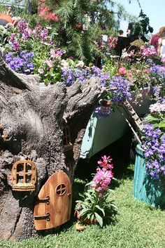 I want my garden to look like a little fairy town like this =)!