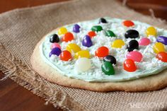 Jelly Bean pizza - Excellent idea for a kid's party! :D
