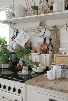Cottage Kitchens and accessories French country kitchen -- Oh my gosh, we are so blessed to have been able to paint and play with this rental kitchen here on the farm but our countertops are SO HIDEOUS. These wood planks are AWSOME - I'd be happy to French Country Kitchens, French Country Decorating, Shabby Chic Homes, Shabby Chic Decor, Vintage Decor, Cozinha Shabby Chic, Rustic Kitchen, Kitchen Country, Kitchen Ideas