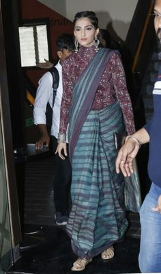 Sonam Kapoor in a Saree paired with a full length blouse Saree Draping Styles, Saree Styles, Drape Sarees, Saree Blouse Patterns, Saree Blouse Designs, Indian Attire, Indian Ethnic Wear, Modern Saree, Saree Trends