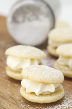 Whoopie Semlor Mini Desserts, Cookie Desserts, Dessert Recipes, Candy Cookies, Food Decoration, Macaroons, No Bake Cake, Sweet Tooth, Sweet Treats