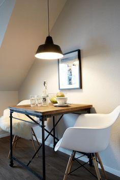 Gemeinsam Wohnen - gemütliche Sitzecke in moderner Hamburger Wohnung #Hamburg #Esszimmer #gemeinsamwohnen #Sitzecke