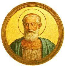 39.- San Anastasio I (399-401)  Nació en Roma. Elegido el 27.XI.399, murió el 19.XII.401. Concilió los cismas entre Roma y la Iglesia de Antioquía. Combatió tenazmente a los secuaces de costumbres inmorales convencidos de que también en la materia se escondiese la divinidad. Prescribió que los sacerdotes permaneciesen de pie durante el evangelio.