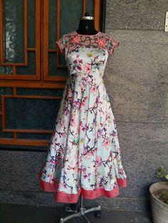 Dresses Dress Neck Designs, Blouse Designs, Frock Models, Kalamkari Dresses, Frocks And Gowns, Casual Dresses, Fashion Dresses, Long Gown Dress, Indian Gowns Dresses
