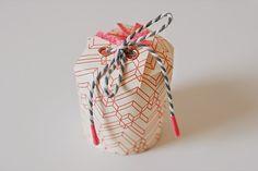 Cómo hacer una caja de regalo con vasos desechables paso a paso ~ Mimundomanual
