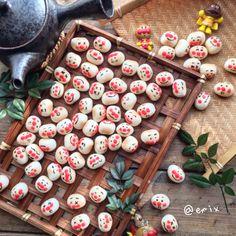 """🥐えみ🔨 on Instagram: """"こんにちは☺︎ ・ 《大粒ぼーろ♡》 ・ ・ #無添加 のアンパンマン ぞろぞろ勢ぞろい💨 ・ 先日の バレンタインpostの トリュフとがったい💨 前のやつ(*´ω`*) ・ ・ #ボーロ が大好きな #孫 ちゃん達… 喜んで食べてくれたかな(*´-`) ・ ・ 今日は…"""""""