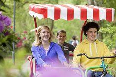 Huur een familie fiets bij het Cycle Center en verken het park.