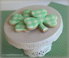St. Patrick's Day Shamrock Cookie Tutorial - Gingham Style Tutorial on Cake Central