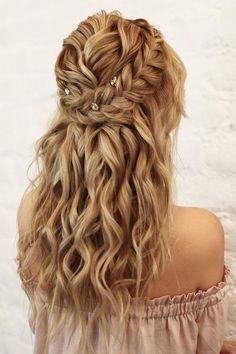 Curly Wedding Hair, Wedding Hair Pins, Chic Wedding, Wedding Bride, Wedding Attire, Honey Blonde Hair Color, Hair Color Balayage, Curly Hair Half Up Half Down, Rides Front